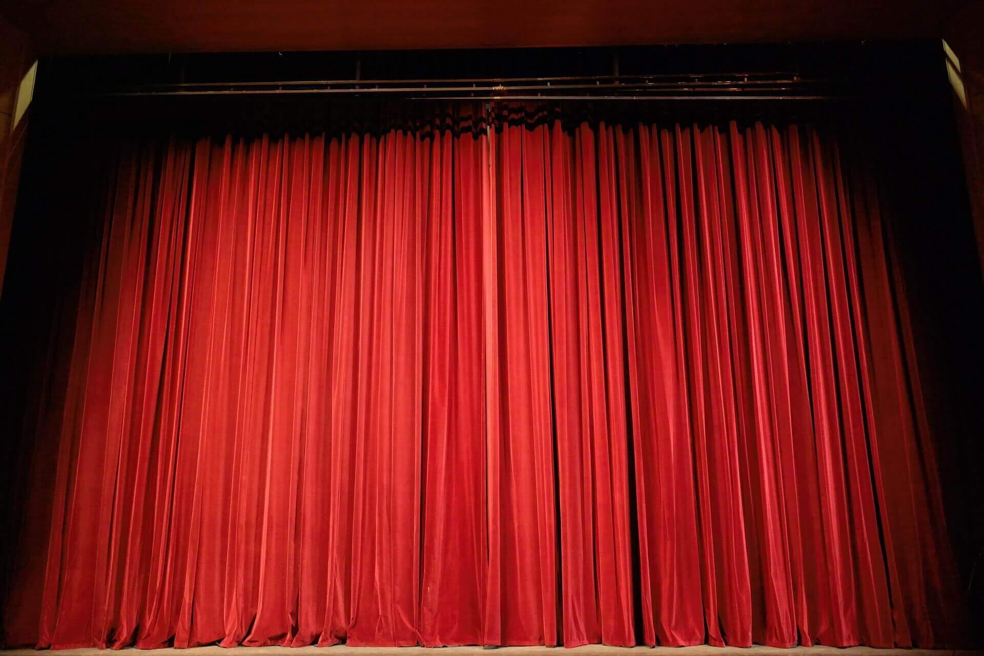 赤いカーテンのシアター