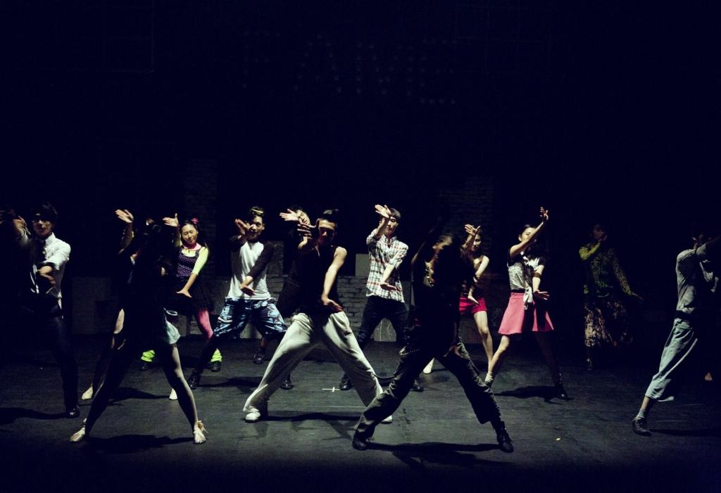 ダンスをする人たち