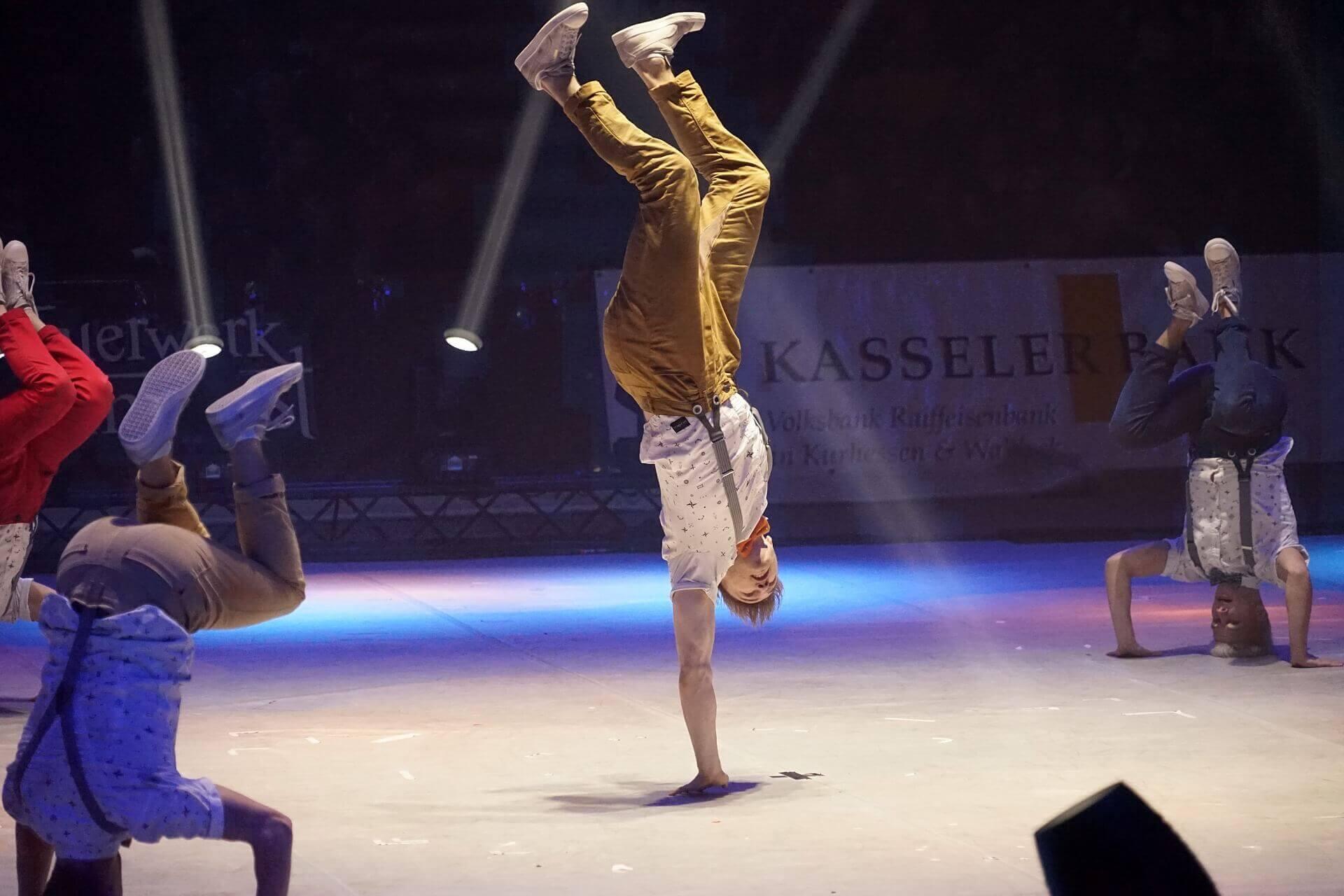 フリーズするブレイクダンサー